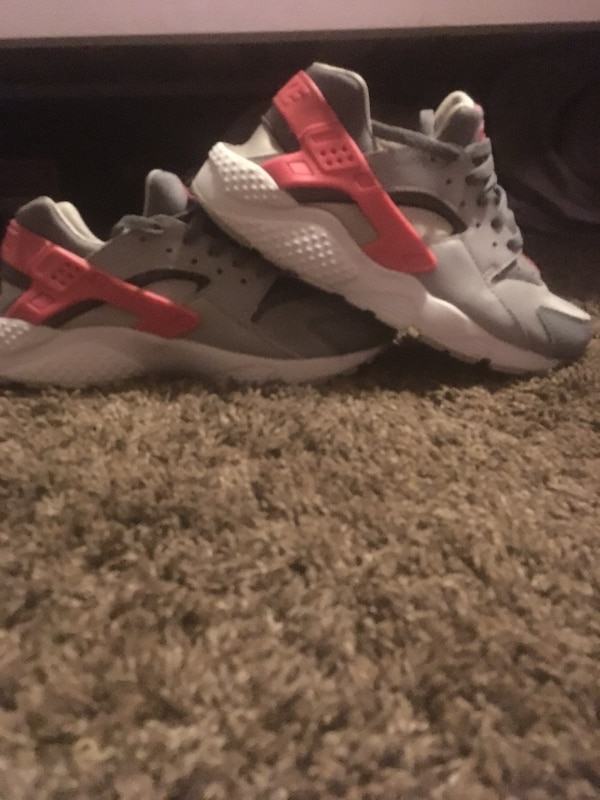 Used Pink and grey huaraches for sale in Seattle - letgo 613dbe657