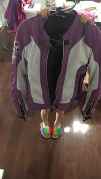 Almost brand new women motorcycle jacket come with all protection inside size small  Milton, L9T 0C9