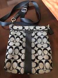 Coach Crossbody - has wear and tear - see pictures Omaha, 68164