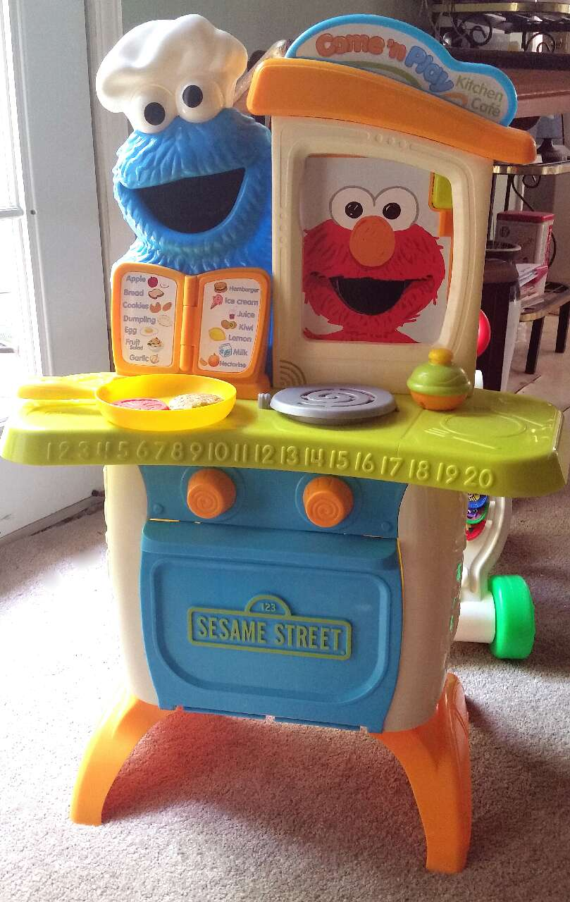 Letgo sesame street come 39 n play kit in collegedale tn for Playskool kitchen set