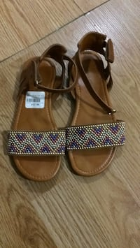 American eagle size 13.5 sandals for girls Vaughan, L4H 3B6