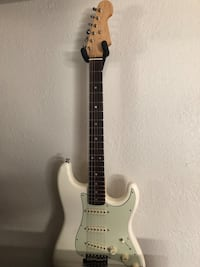 Fender Stratocaster style guitar Los Angeles, 91352