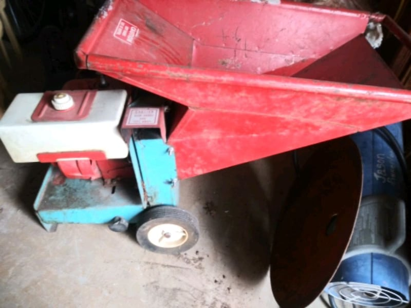 Old-school DR mulcher been well taken care of like new. b07ed2ce-12ef-4dff-994c-407577e74540