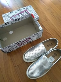 New in Box, Silver flats, size 6.5 Montréal, H2Y 1J6