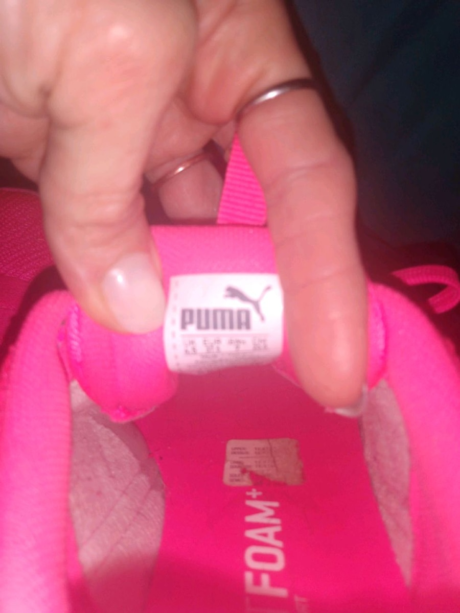 Photo Hot pink and white women's PUMA tennis shoes
