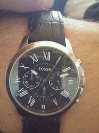 round silver-colored chronograph watch with black leather strap Edmonton, T5X
