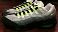 """Air Max """"Classic Neon"""" (size 11) Louisville, 40219"""