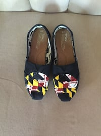 pair of black-red-white-yellow loafers Smithsburg, 21783