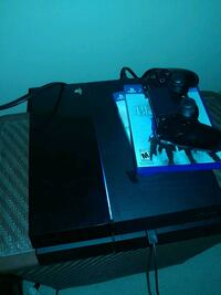 Ps4 with controller and 2 games Louisville, 40291