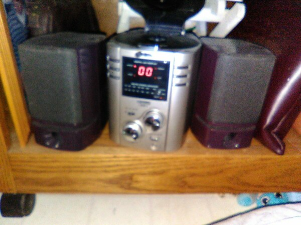 Gpx cd player with radio 2 speakers