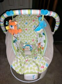Baby  bouncer/vibrating chair 49 km