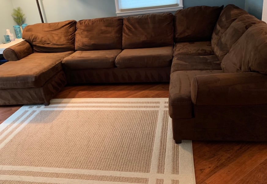 Sectional Couch with Chaise lounge  5b4c361f-1bef-4690-96c5-514aa5bd15af