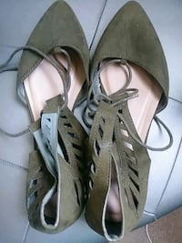 Size 9 Olive Lace up shoes! Worn Once! Columbia, 21045