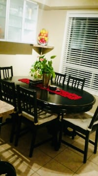 Oval Distressed Finish Dining Table Set Toronto, M1P 5H7