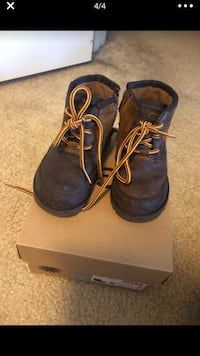 Boy Ugg Boot: Size 6 Elkridge, 21075