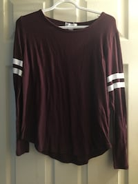 maroon scoop-neck long-sleeved shirt Welland, L3B 1K8