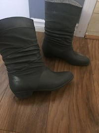 pair of brown leather boots New Westminster
