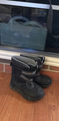 Size 10 kid boots  Calgary, T1Y 5K2