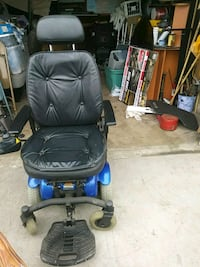 black leather padded rolling armchair Los Angeles, 90047