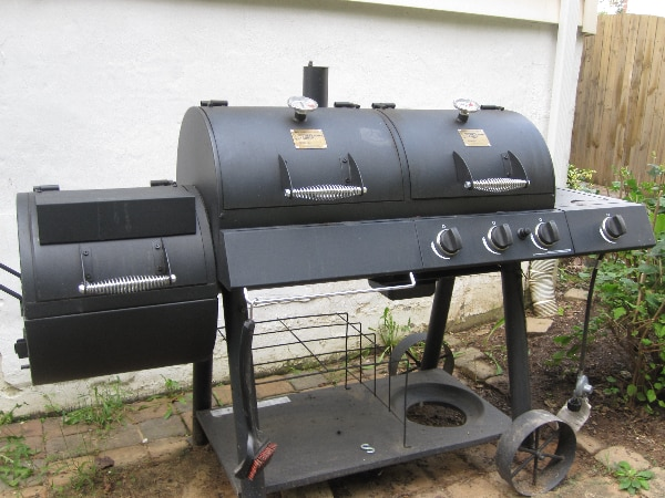 Gas/Charcoal grill with smoker