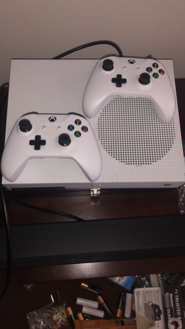 Xbox One S with 2 controllers and HDMI
