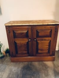 WOODEN SHORT WELCOME TABLE Ancaster, L9G 2E7
