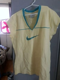 Nike short sleeve top size large Newmarket, L3X 2P2