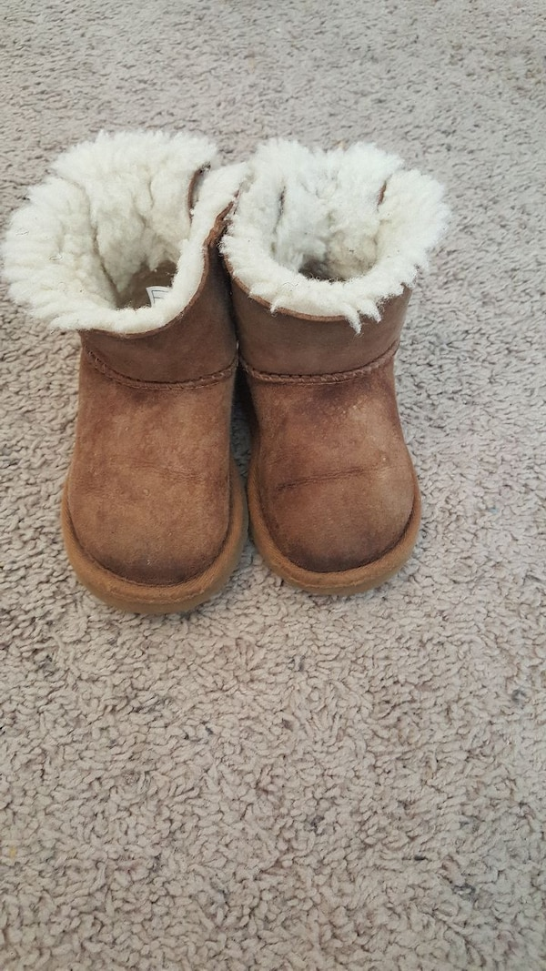 e71a150072c Toddler UGGS Boots 7C