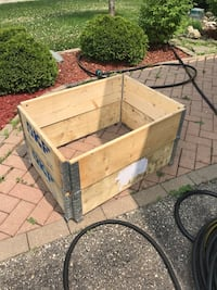 Stackable boxes have nine can use for planting