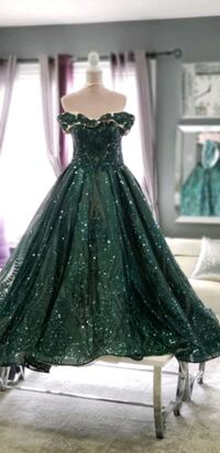 Green dress with sparkles (size small) Mississauga