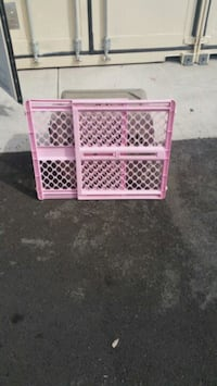 pink and purple plastic safety gate Springfield, 97478