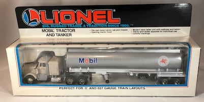 LIONEL 0/027 GAUGE TRACTOR AND TANKER, MOBIL 6-12808