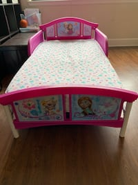 Frozen Toddler bed with matters and mattress cover  Falls Church, 22042