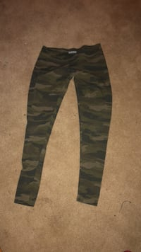 black and gray camouflage pants Hamilton, K9A 4J9