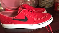 Pair of red nike low-top sneakers Palm Bay, 32909