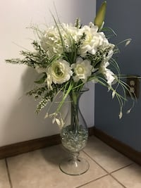 Tall crystal vase with flowers Spring Hill, 34608