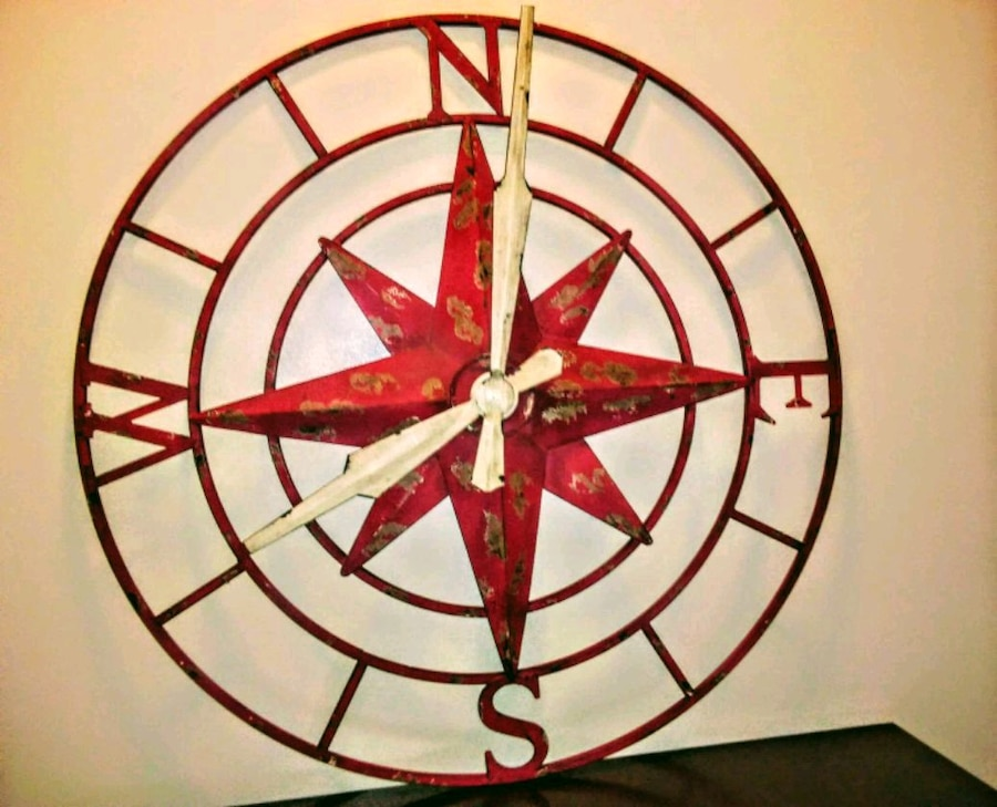 Photo BRAND NEW!! Rustic Wall Decor Compass Clock, by Howard Miller!