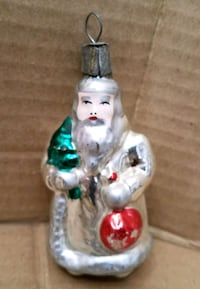Vintage Santa glass ornament  Hagerstown, 21742
