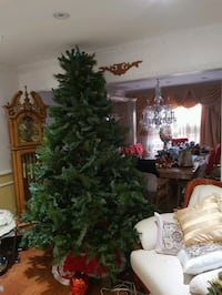 Excellecult 7.5ft Christmas tree for $70 Toronto, M1V 2N7