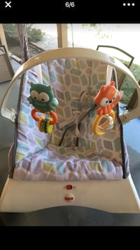 Baby's gray and green bouncer 1693 mi
