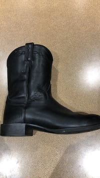 Cowboy boots. Ariat brand size 9.5 EE Calgary, T3H 1E1