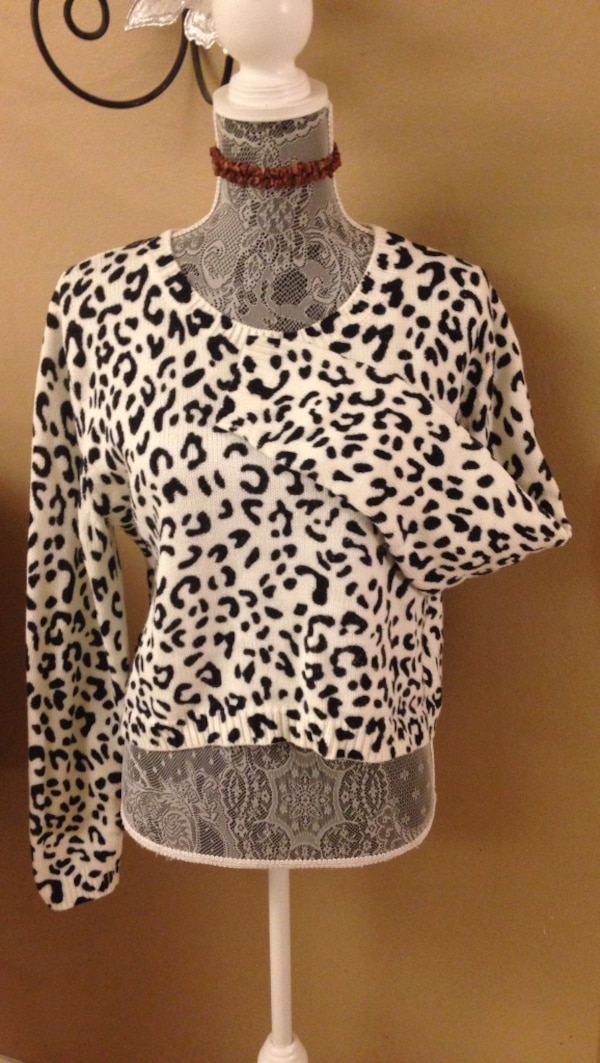 3f6ce2b97d18 Used (Large) divided h&m black & white leopard print sweater for sale in  Oceanside - letgo