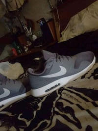 unpaired white and black Nike low-top sneaker Windsor, N8W 4Z8