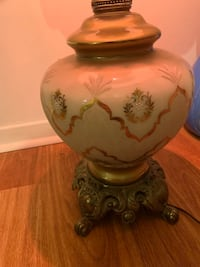Antique table lamp works perfectly 534 km