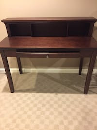 Desk. Good condition. Eldersburg/Sykesville area   Sykesville, 21784
