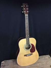 brown and black acoustic guitar Montréal, H2A