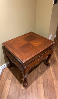 Wooden end table  Hamilton, L0R 1C0