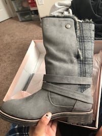 Pair of gray suede boots Charlotte, 28214