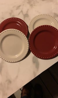 Set of 4 dishes 4 in perimeter