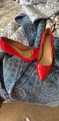 women's pair of red leather pumps Washington, 20019